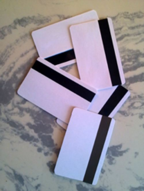 Клоны банковских кредитных карт для обнала через АТМ банкомат.
