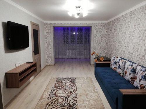 Продам двухкомнатную квартиру рядом с  метро Хамза